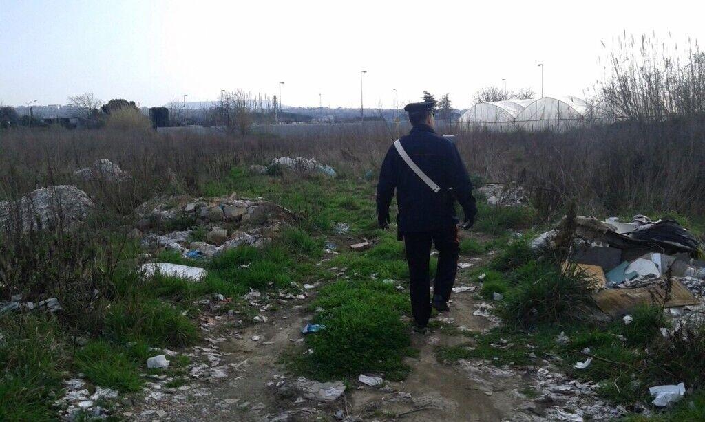 A Qualiano sequestrate lastre di amianto abbandonate e un autolavaggio