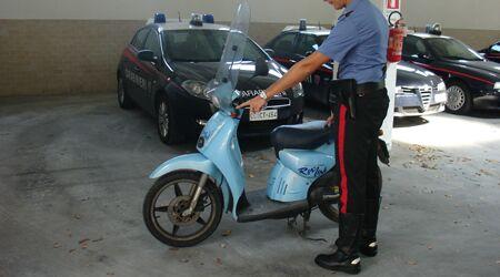 Rubarono un motorino sulla circumvallazione, presi dai Carabinieri un 20enne e un minorenne