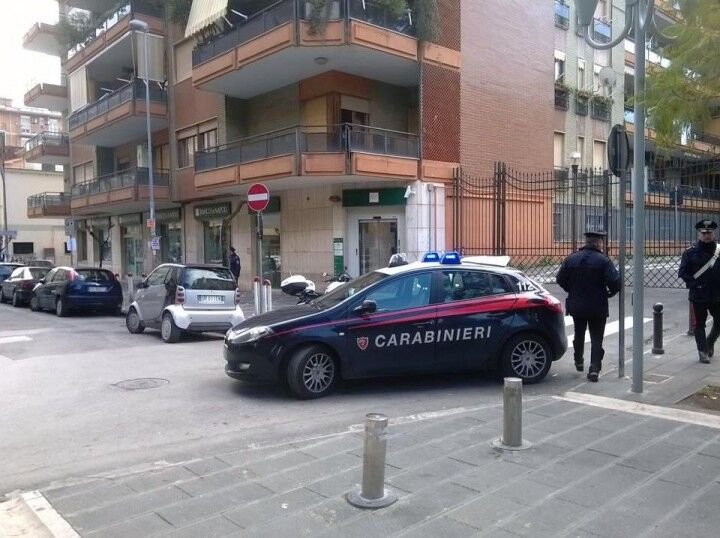 Giugliano, allarme bomba al Banco di Napoli. Evacuata la filiale