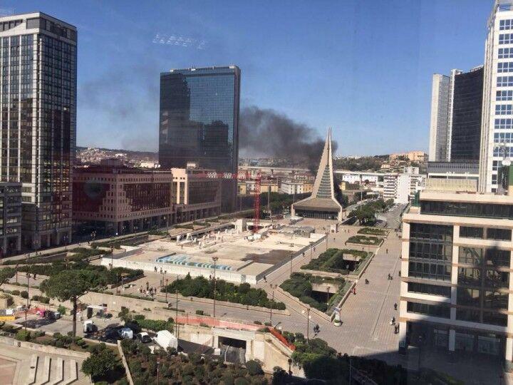 Allarme a Napoli, incendio al centro direzionale