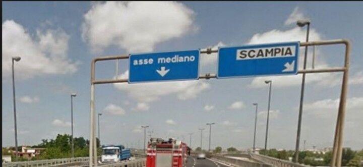 Incidente sull'asse mediano, diversi veicoli coinvolti: traffico in tilt