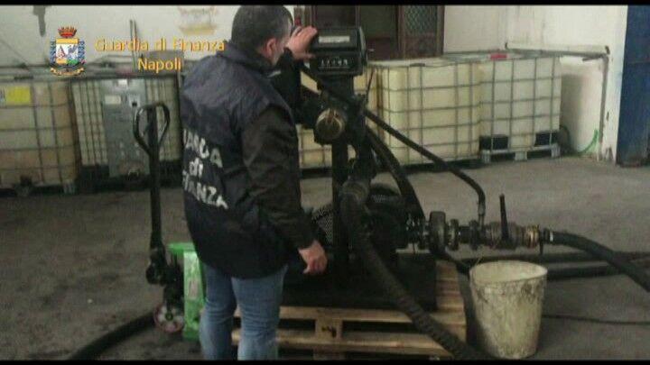 Napoli, sequestrati 17mila litri di gasolio di contrabbando