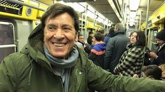"""Morandi a Napoli, selfie in metro: """"La stazione Toledo è bellissima"""""""