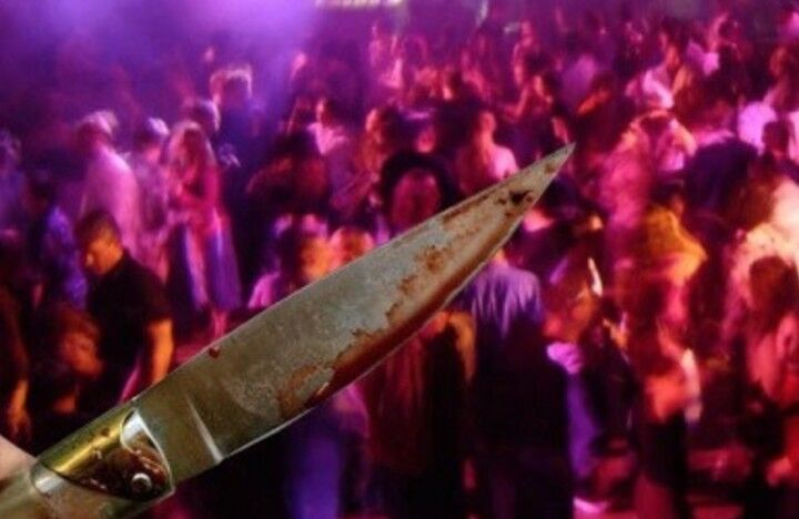 Notte di follia in discoteca, due accoltellati