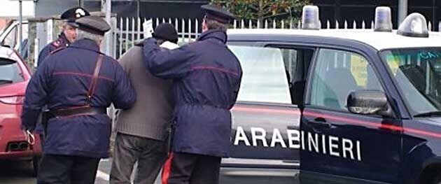 Orta di Atella, tentò di far esplodere casa e di uccidere il padre anziano: arrestato 55enne
