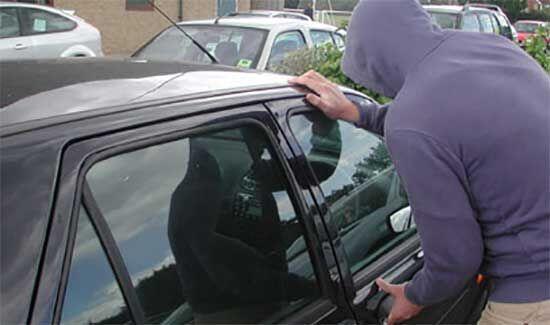 Frattamaggiore, tenta di rubare un'auto in centro ma viene sorpreso dai carabinieri