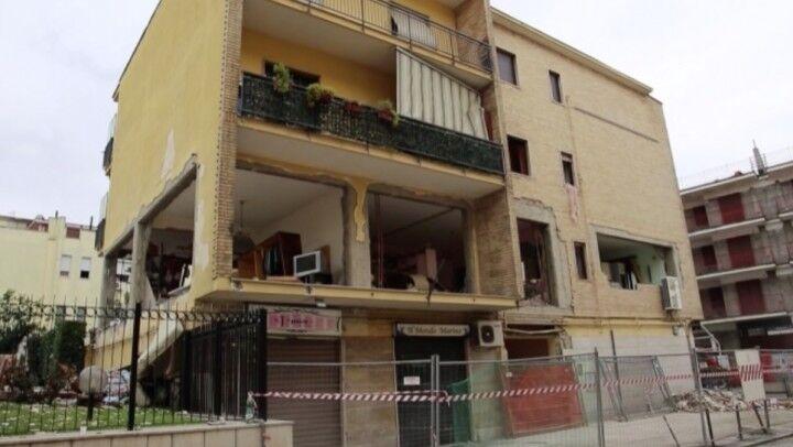 Tragedia sfiorata a Caivano, fuga di gas al centro: esplode un condominio