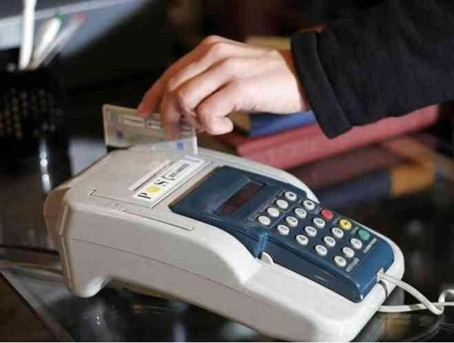 Giugliano, coppia di fidanzati ruba carta di credito e fa acquisti per 5mila euro