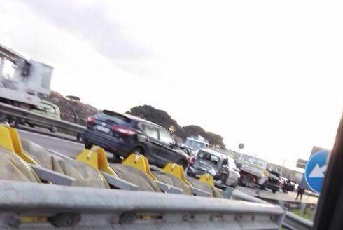 Maxi-incidente sull'asse mediano. Otto auto coinvolte e traffico in tilt