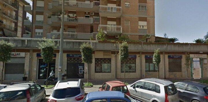 Melito, colpo alla Banca Popolare di Ancona, bottino da 4mila euro. Rapinatori in fuga verso Scampia