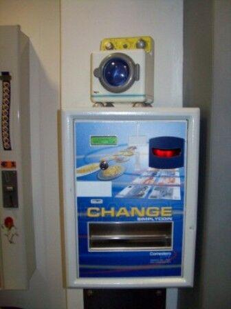 Furto anche il giorno di Pasqua: rubata in un bar macchinetta cambia soldi