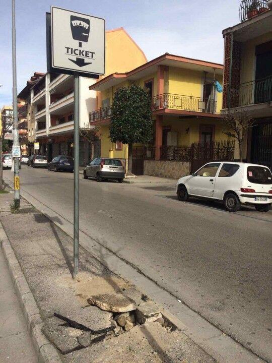 """Venticinquenne aveva in auto parchimetro rubato. Ai carabinieri dice: """"Mi servono i soldi per campare"""""""