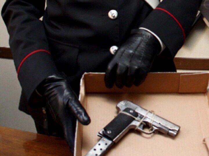 Aveva pistola carica in auto, arrestato 73enne legato al clan