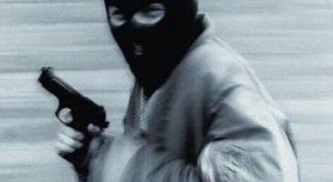 Banditi sequestrano automobilista e rubano tutti i medicinali che trasportava