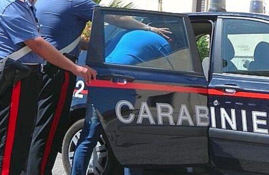Qualiano, tenta di rubare furgone ma viene investito da un amico della vittima: preso