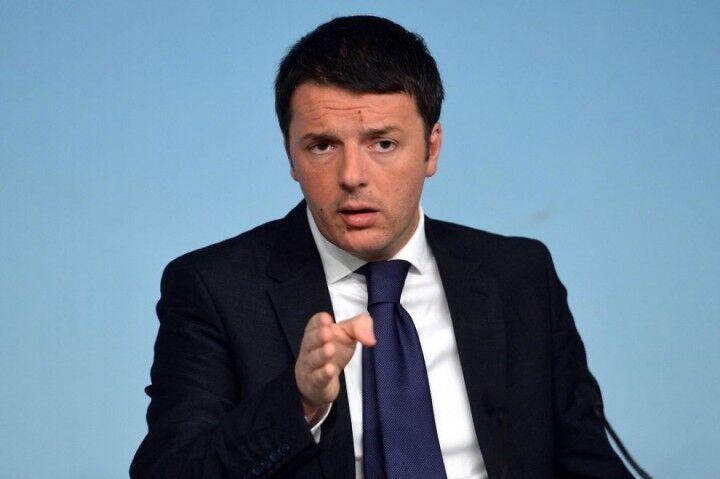 Matteo Renzi chiama il poliziotto coraggioso che ha sventato la rapina in Provincia di Napoli