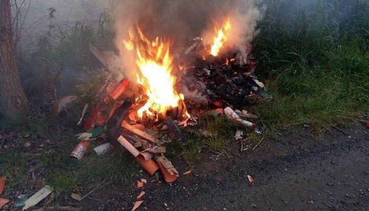 Giugliano, ancora un rogo: in fiamme materiali di risulta in via Gelsi