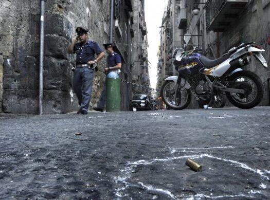 Notte di sangue a Napoli, paura tra le vie del centro e in periferia