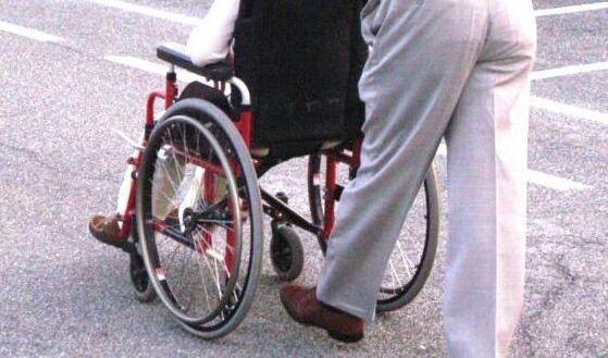 Disabile lascia la casa per qualche giorno, al ritorno la trova occupata