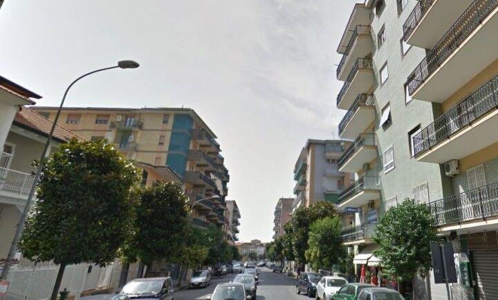 """Giugliano, furia a via Aniello Palumbo: """"Gettano l'immondizia dai balconi"""""""