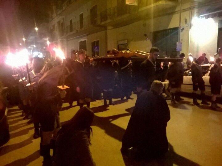 Giugliano. Folla di fedeli alla via Crucis cittadina