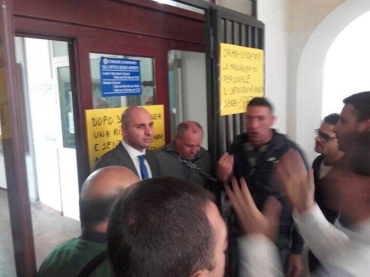Marano, protesta dei dipendenti della ex Falzarano. Sotto accusa l'assessore Scarmozzino