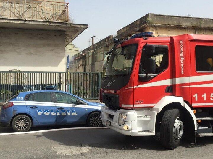 Incendio a Giugliano, anziano salvato dalla polizia