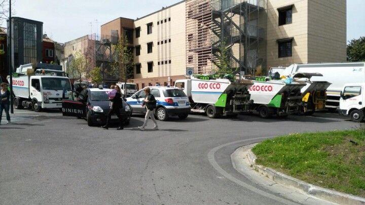 """Marano, comune """"sotto assedio"""". I dipendenti della Ego.Eco protestano con i camion"""