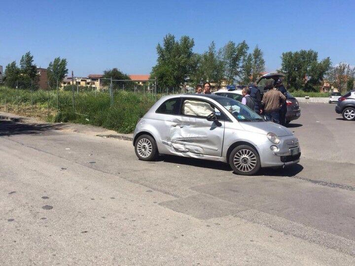 Giugliano, scontro tra due auto in via Madonna delle Grazie. Due feriti