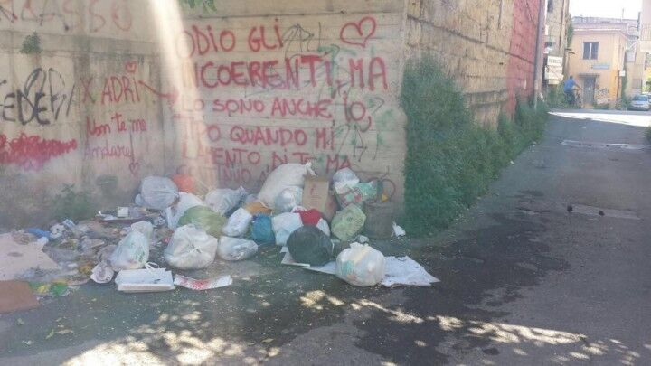 Villaricca, scene di degrado in via Guttuso