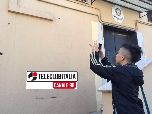 40 colpi di mitra contro i carabinieri, così i ragazzini fotografano Gomorra
