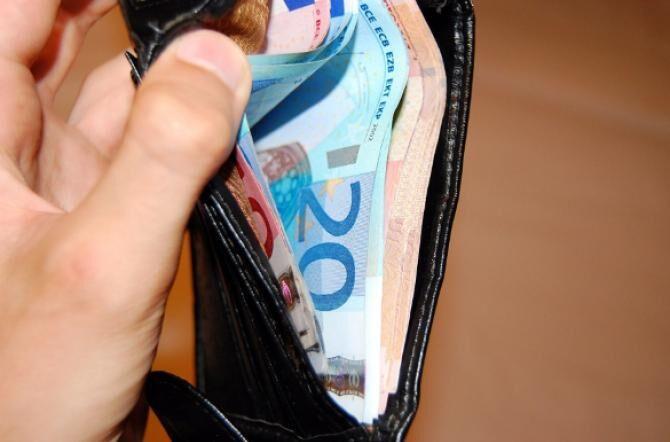 Giugliano, donna perde il portafogli con i soldi: trovato e restitutito