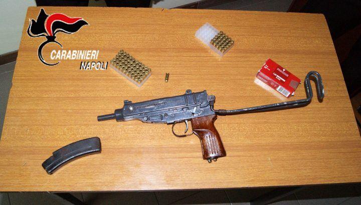 Guerra tra clan nell'area nord, ancora armi sottratte alla camorra: sequestrata una mitragliatrice