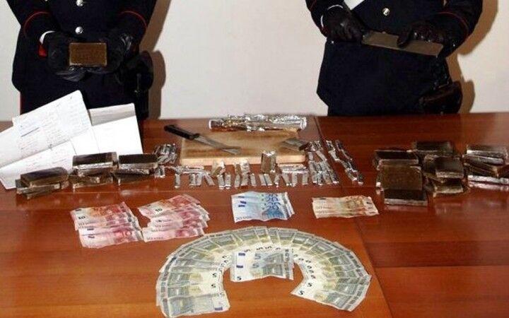 Droga e 35mila euro in casa, arrestato narcos dell'Alleanza di Secondigliano