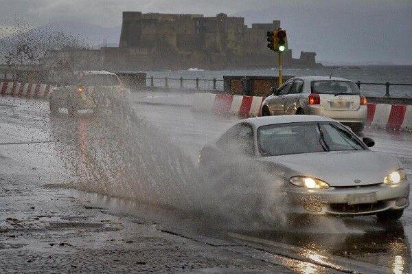 Il ciclone Medusa si abbatte sulla Campania, prorogata l'allerta meteo