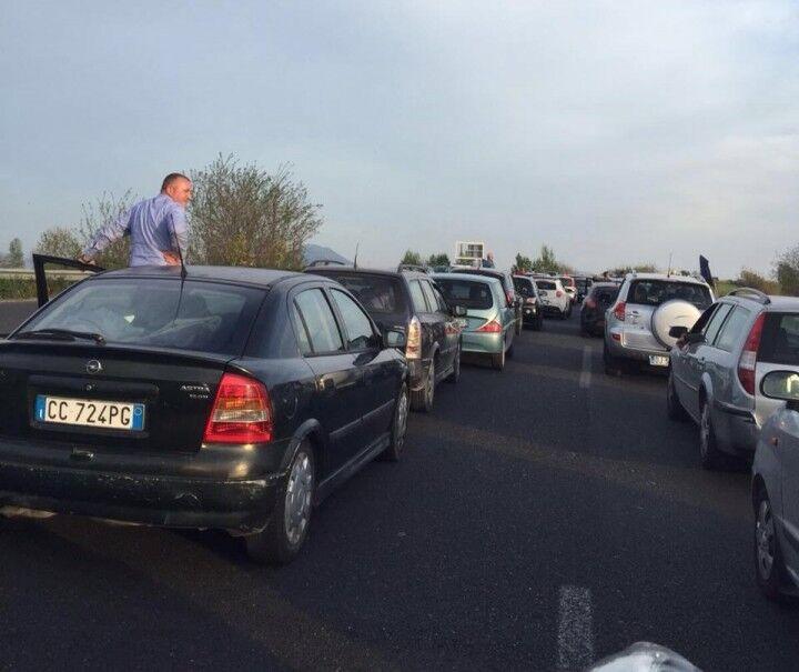 Grave incidente sull'asse Mediano, traffico paralizzato