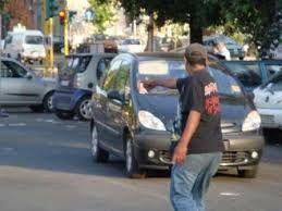 Stangata ai parcheggiatori abusivi della movida