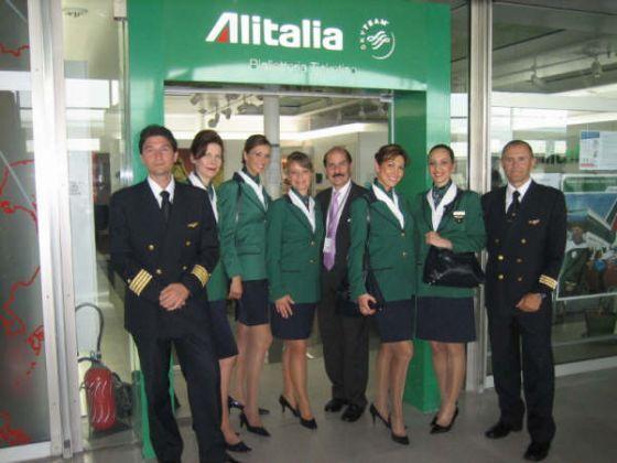 Alitalia assume nuovi operatori. Basta la licenza media