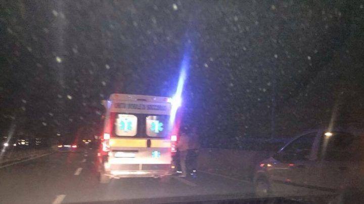 Spaventoso incidente sull'Asse Mediano, centauro in ospedale