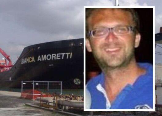 Giallo sulla petroliera, marittimo trovato morto con un taglio alla gola