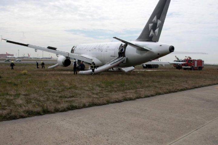 Atterraggio d'emergenza a Capodichino, chiude l'aeroporto