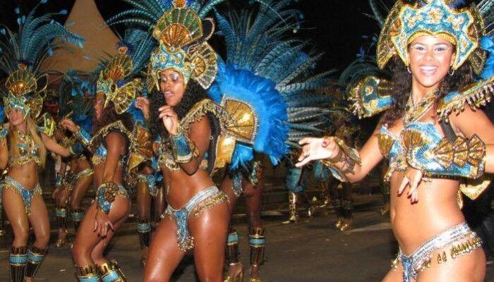 Ballerine brasiliane e musica in piazza, ma quello che scoprono è incredibile