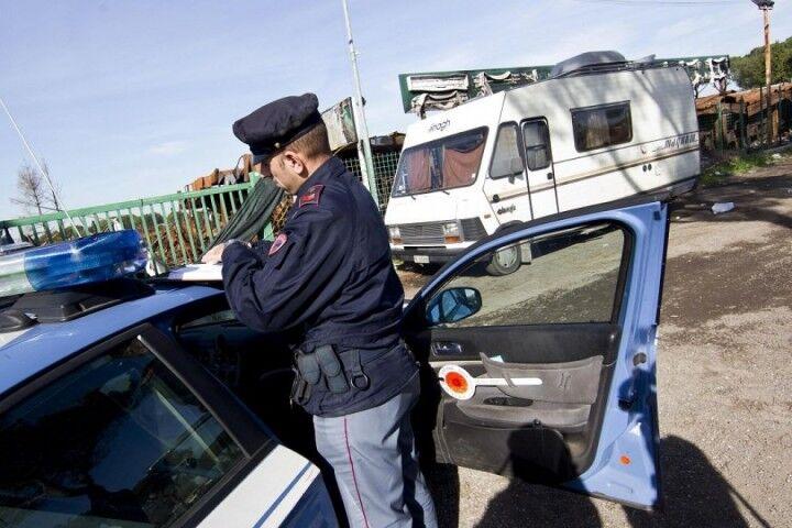 Controlli nel campo rom di Ponte Riccio, identificati 7 adulti e 35 bambini