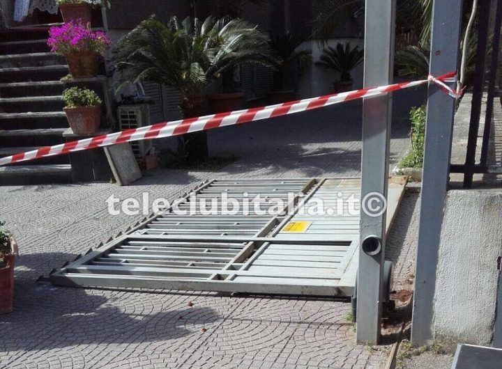 Le cade il cancello addosso, muore bimba di 5 anni di Calvizzano
