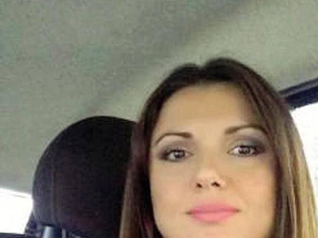 """Bruciata vita dal compagno, Carla Caiazzo ai pm: """"Come sta mia figlia?"""""""