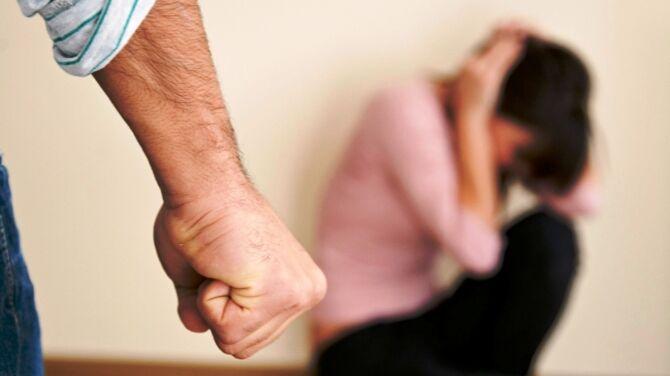 Napoli, 26enne picchia la madre: arrestato dalla polizia