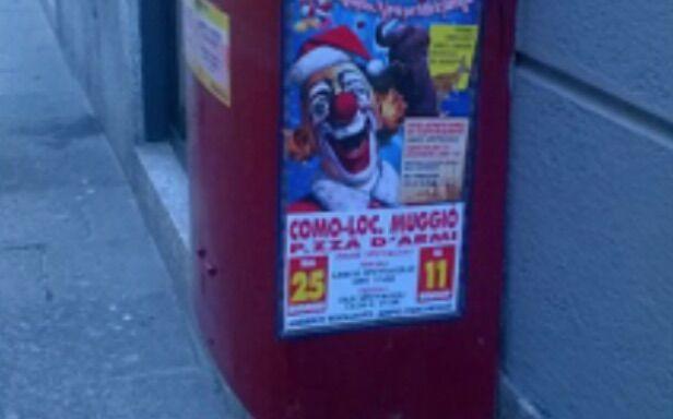 Circo imbratta la città di manifesti, il sindaco non la fa passare liscia a una compagnia circense