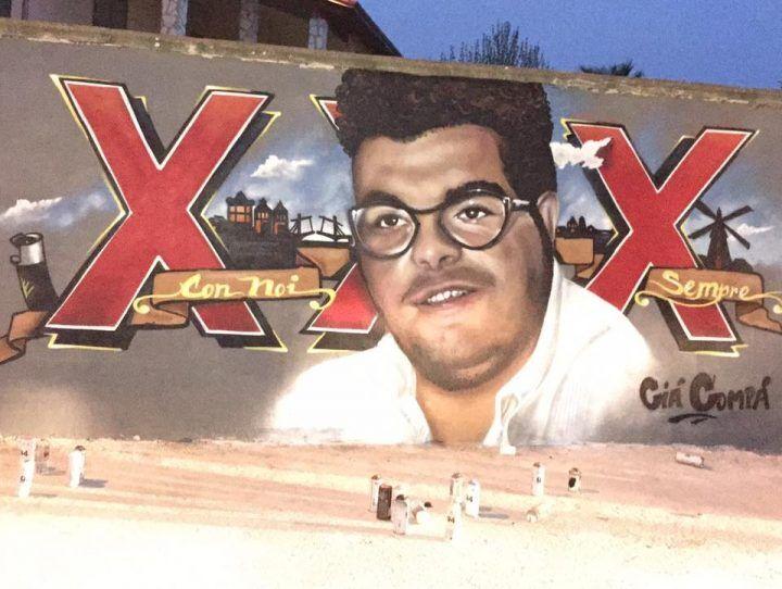 Marano in lutto per Enrico Pezzella, gli amici gli dedicano un murales