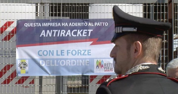 Giugliano, zona Asi: affisso il primo striscione anti-racket