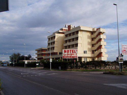 Prostituzione sul litorale Domitio, sotto chiave tre alberghi. Ecco quali
